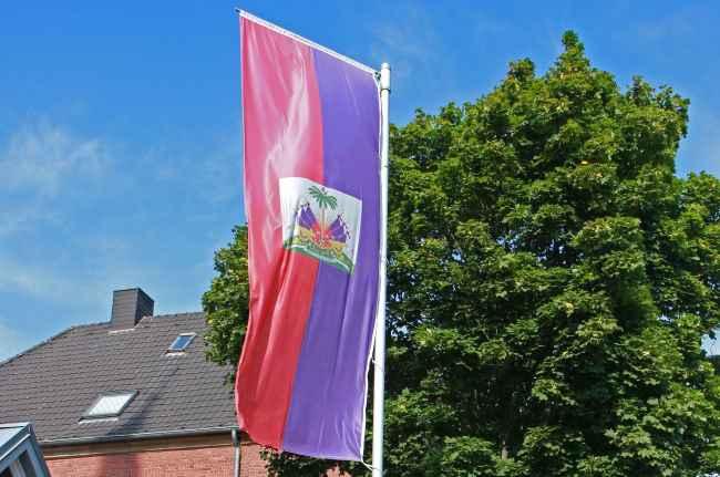 Read more about the article Die haitianische Flagge weht an der Thomaskirche